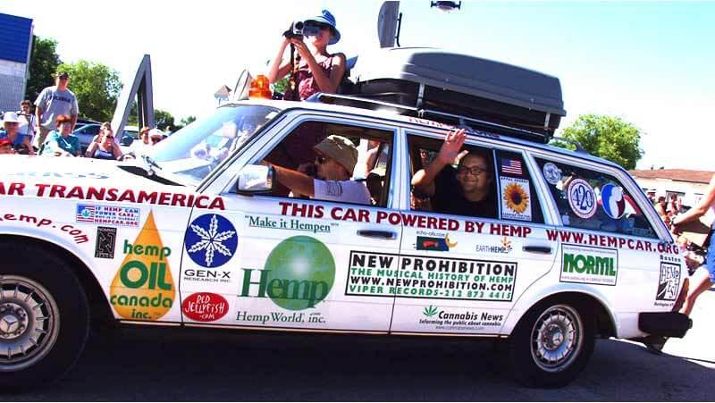 Mercedes modificado para circular con biodiesel hecho a base de los aceites que contienen las semillas de marihuana