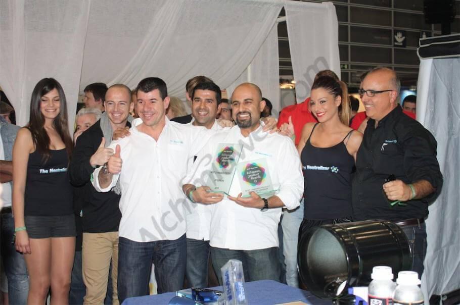 El equipo de The Neutralizer recogiendo el premio en GrowMed. Mejor Producto de Europa