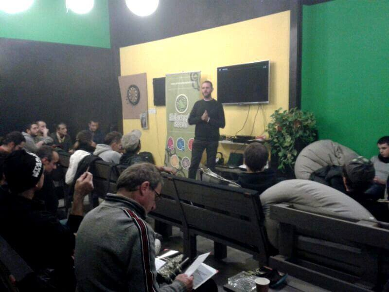 La sala de Mar Verd llena de gente