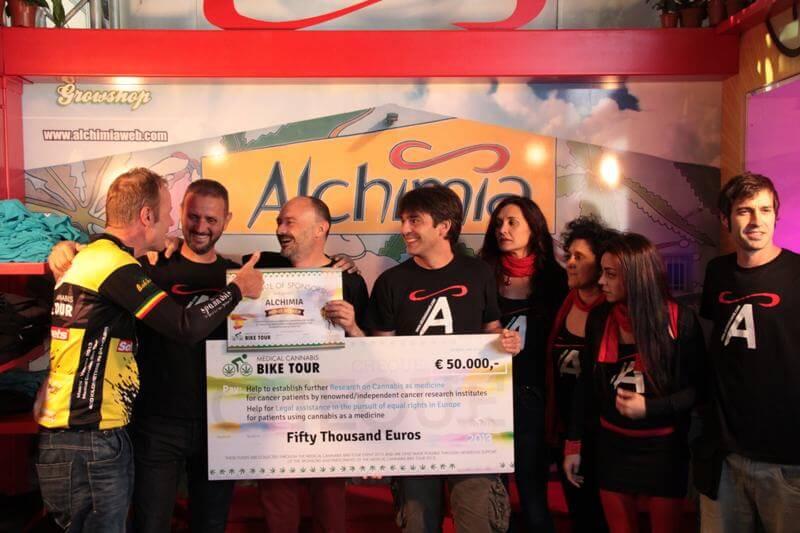 Entrega al ganador del Cheque por valor de 50.000€