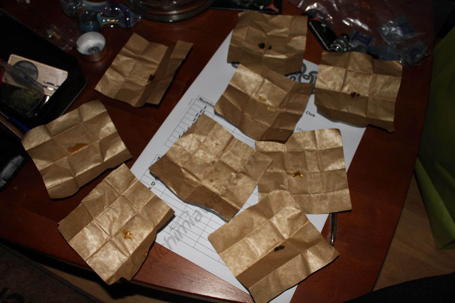 Diferentes muestras de resinas de marihuana extraídas con solvente.