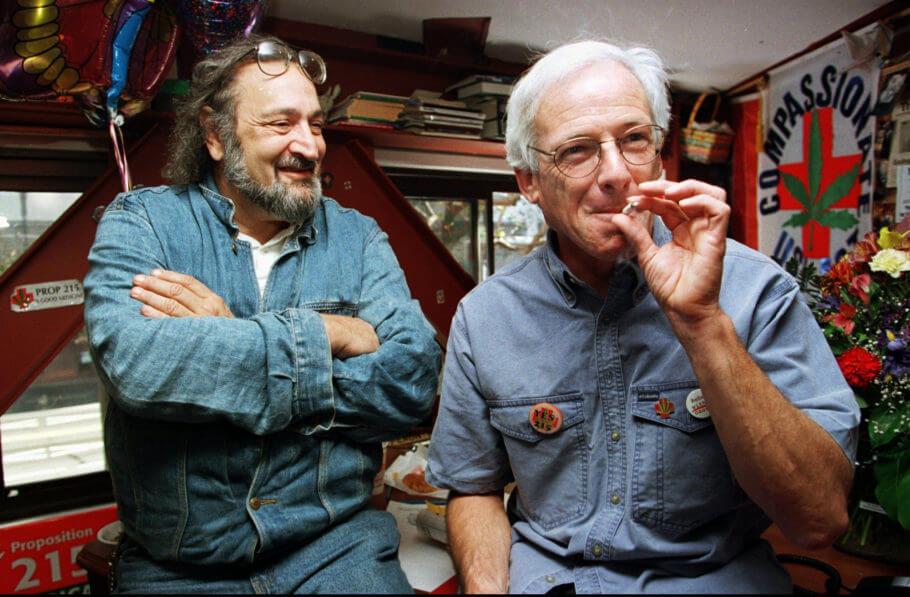 Jack Herer (izda) con Dennis Peron (dcha)