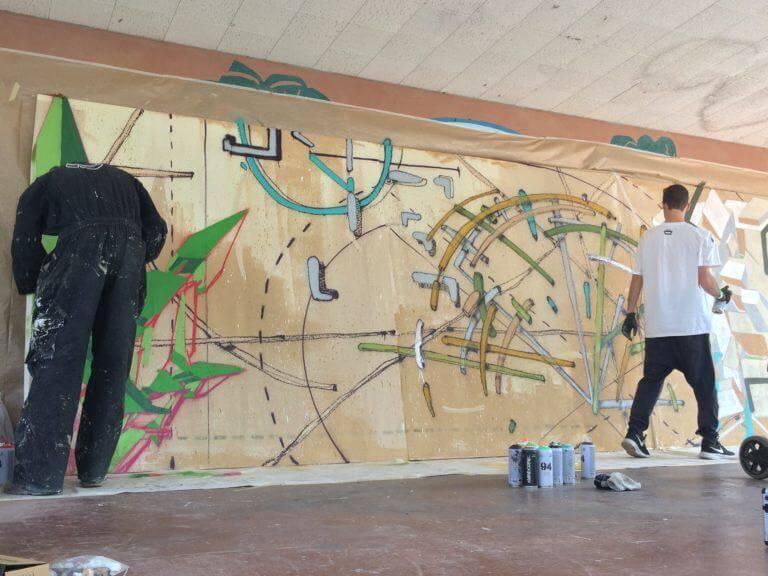 Exhibición de graffiti en la zona exterior