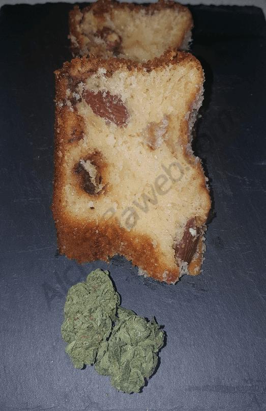 Delicioso pastel de marihuana con almendras