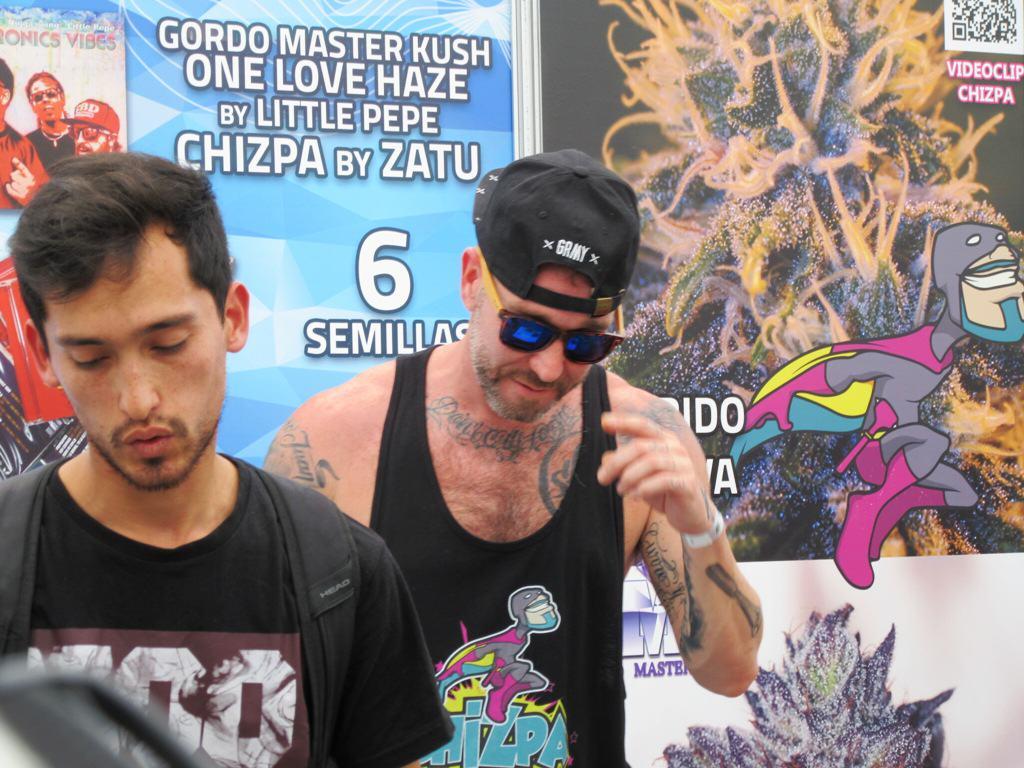 Zatu de SFDK presentant la Chizpa a la Expoweed