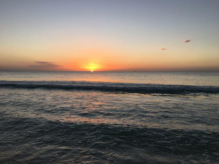 Posta de sol a Cayenne Beach