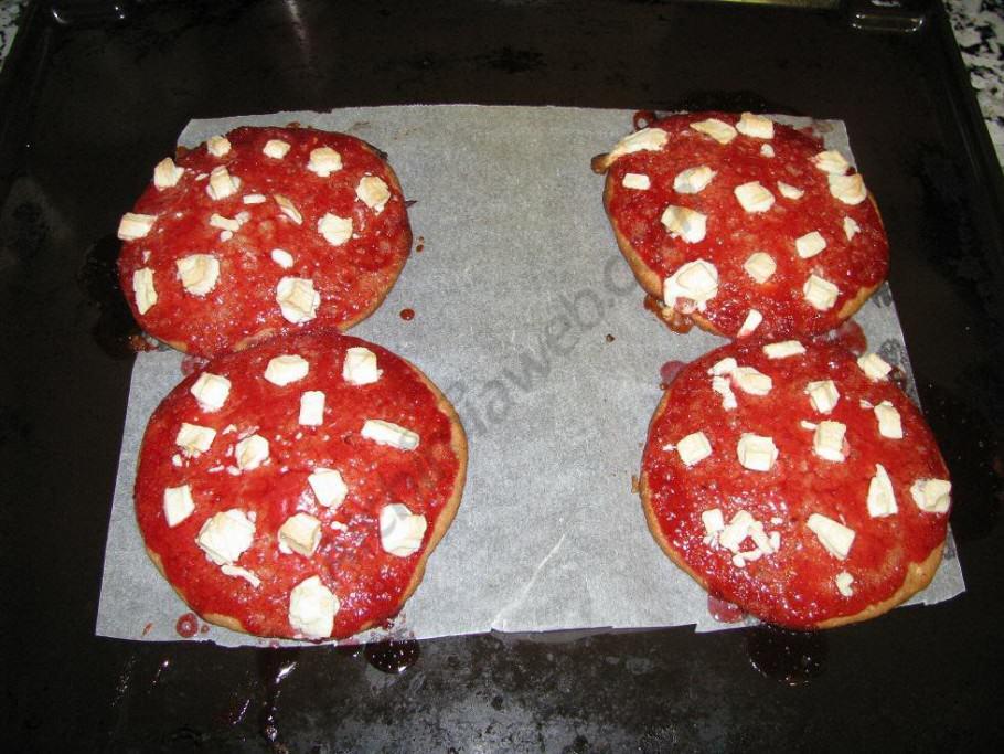 Les Space Cookies de maduixa i xocolata blanca sortint del forn