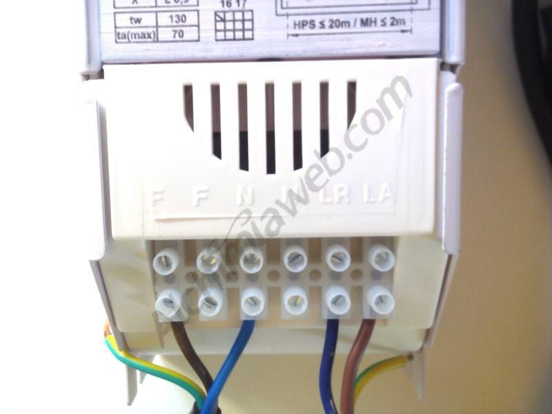 Balastre amb els cables connectats