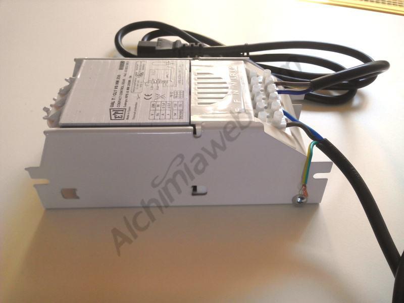 Balastre ETI connectat al reflector i a l'electricitat