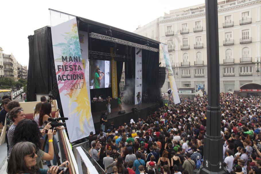 La ManiFiestaAcción a la plaça del Sol de Madrid