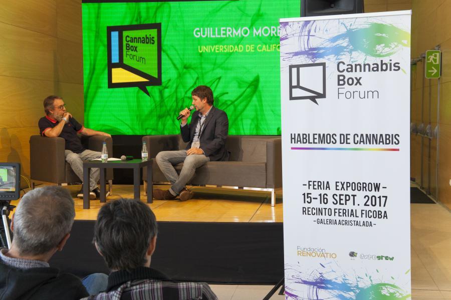 Guillermo Moreno durant la seva xerrada al costat del Dr. Mariano García de Palau