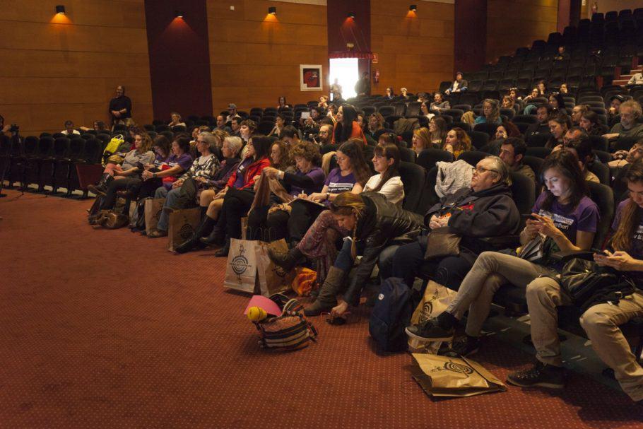 L'Auditori de la Fira de Cornellà expectant a les W.C.C.