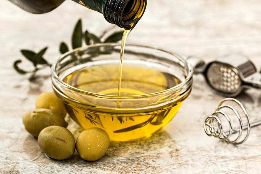 L'oli d'oliva ajuda a mantenir l'elasticitat i suavitat de la pell