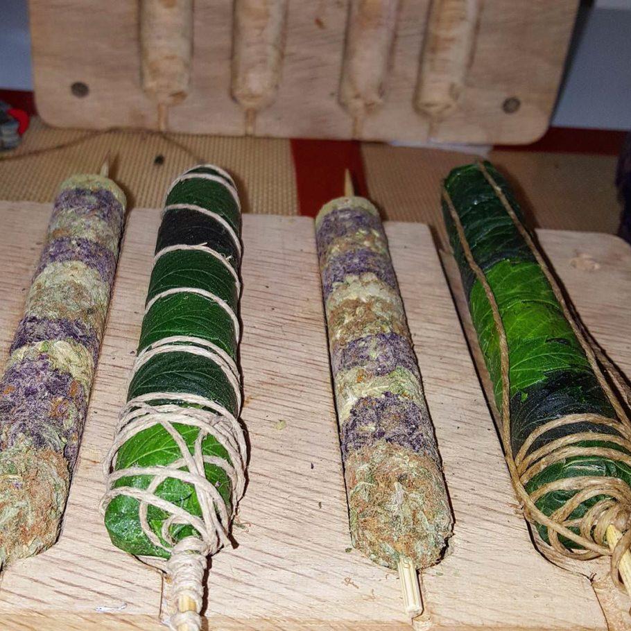 Preparar un Thai Stick requereix paciència i comptar amb un bon material (Foto: Joshuahhh)