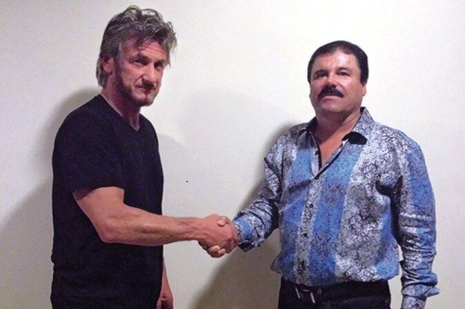 """El Chapo"" Guzmán shaking hands with... Sean Penn?? (Photo: Flickr)"