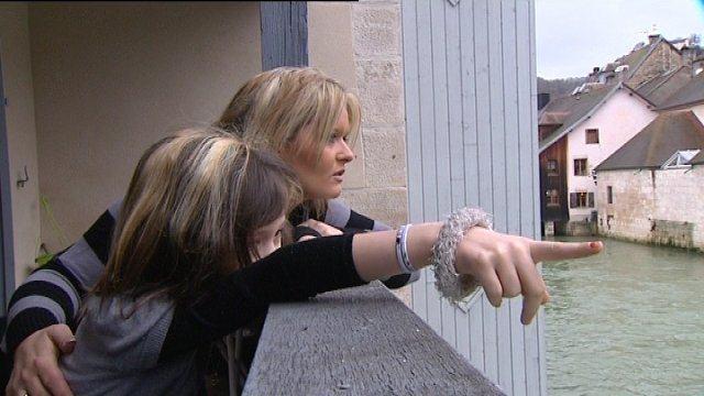 Sandrine et sa fille Lola, atteinte du syndrome de Dravet