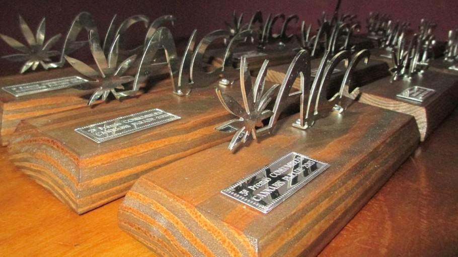 Les trophées pour les vainqueurs de la Cannabis Parade Cup 2014