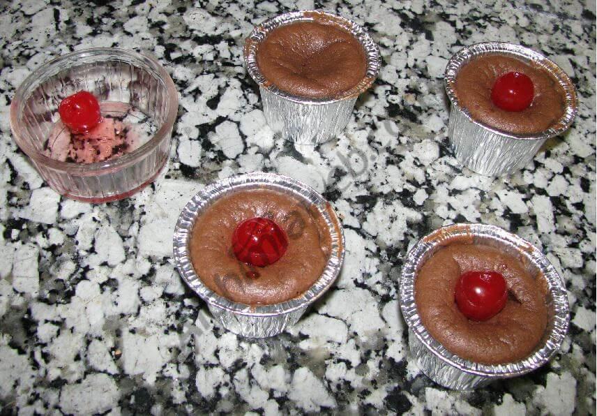 Les space cookies fraise - chocolat blanc à la sortie du four