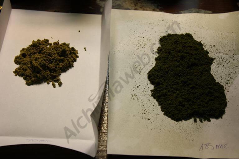 A gauche : 1ère extraction . A droite: 2ème extraction, contenant trop de matière végétale