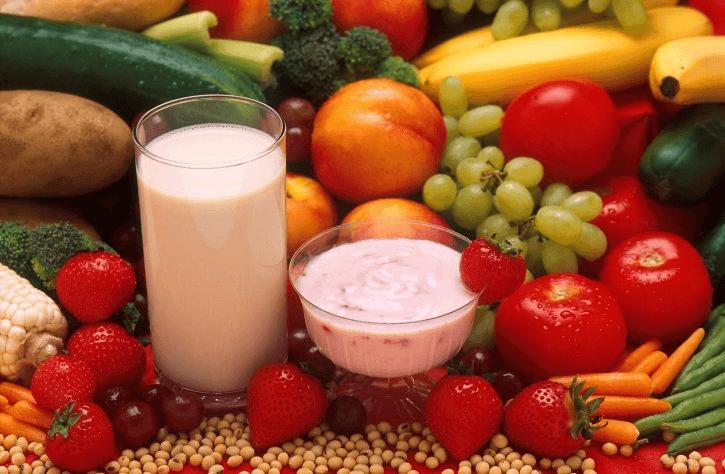 Nous pouvons ajouter une multitude de fruits, ainsi que des légumes et des graines
